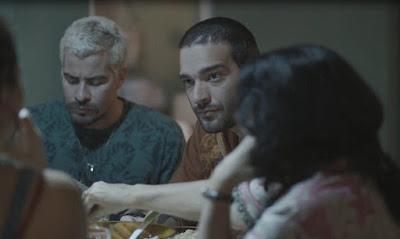 E Sandro fica incomodado com a situação — Foto: TV Globo