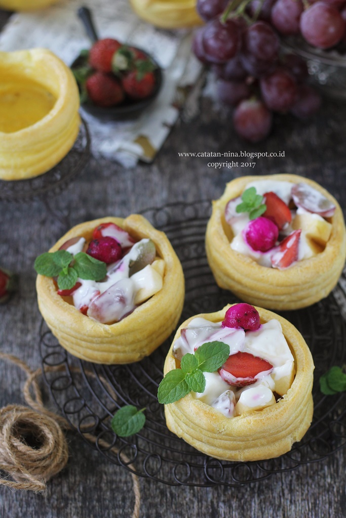 LBT #43 CUP CHOUX PASTRY WITH FRUITY SALAD
