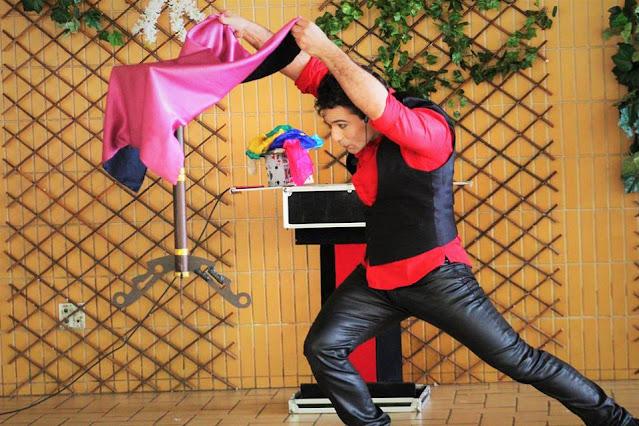 Show de mágica de Humor e Circo para eventos da semana das crianças.