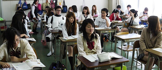 Siswa dan siswi Jepang Menggunakan Teknologi Canggih Untuk Menyontek