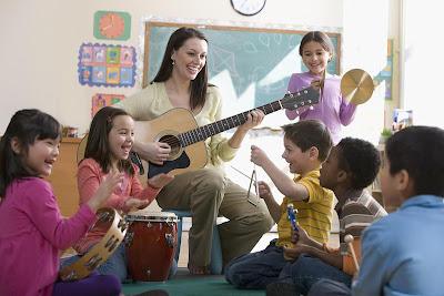 Nên cho bé học nhạc cụ nào
