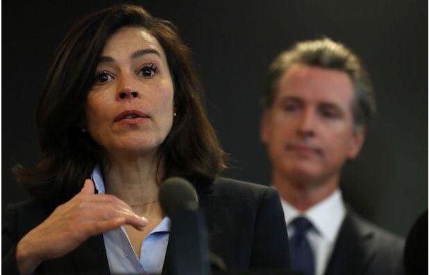 كاليفورنيا: إستقالة مديرة الصحة العامة فجأة بعد الإبلاغ عن خلل هائل في حالات كورونا