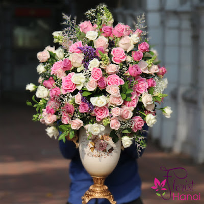 Beautiful roses arrangement delivered to Hanoi