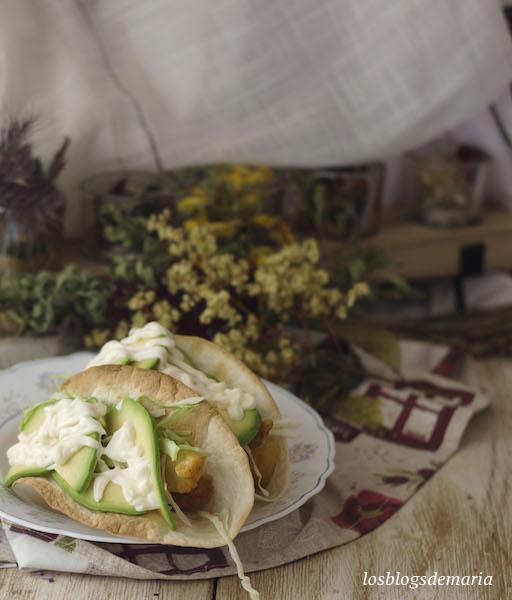 Tacos de pavias de merluza y aguacate