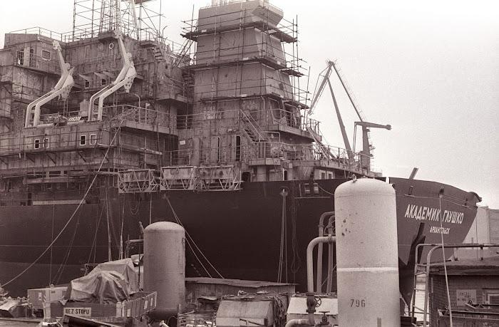 Gdansk, chantiers navals, Stocznia Gdanska, Academik Glouchko, © L. Gigout, 1990