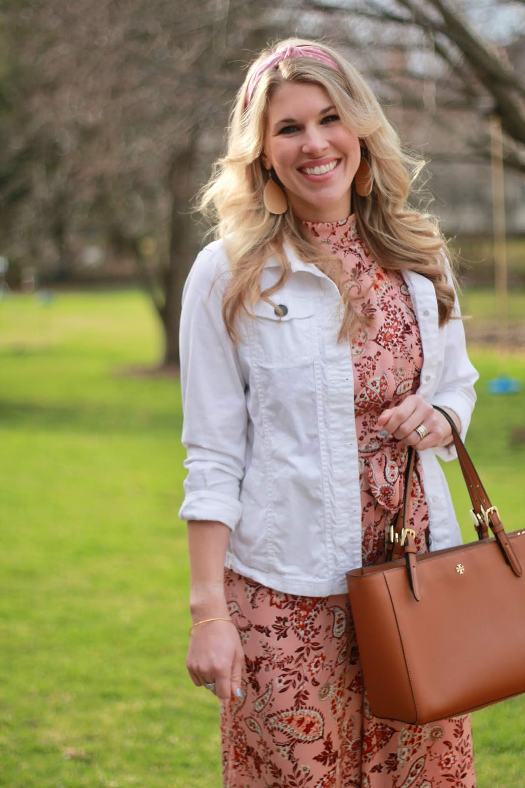 easter jumpsuit outfit, pink floral jumpsuit, white denim jacket, spring date night jumpsuit,