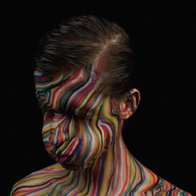 Arte contemporaneo con cabeza literalmente