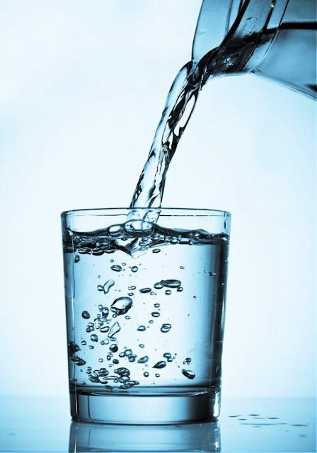 Beba água