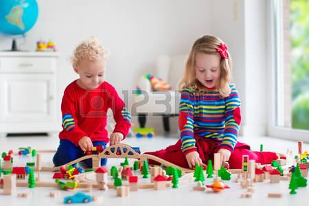 khi lựa chọn đồ chơi mầm non an toàn cho trẻ em