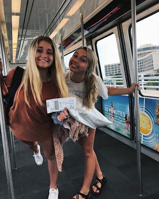 foto tumblr de hermanas en metro