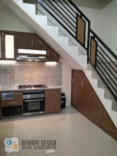 kitchen set minimalis yang dibawah tangga