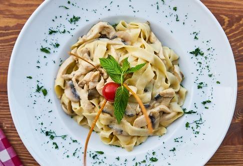 pixabay.com/en/pasta-plate-dough-carb-table-2805838