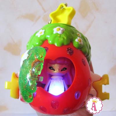 Кукольный домик в виде клубники Глиммиз светится в темноте