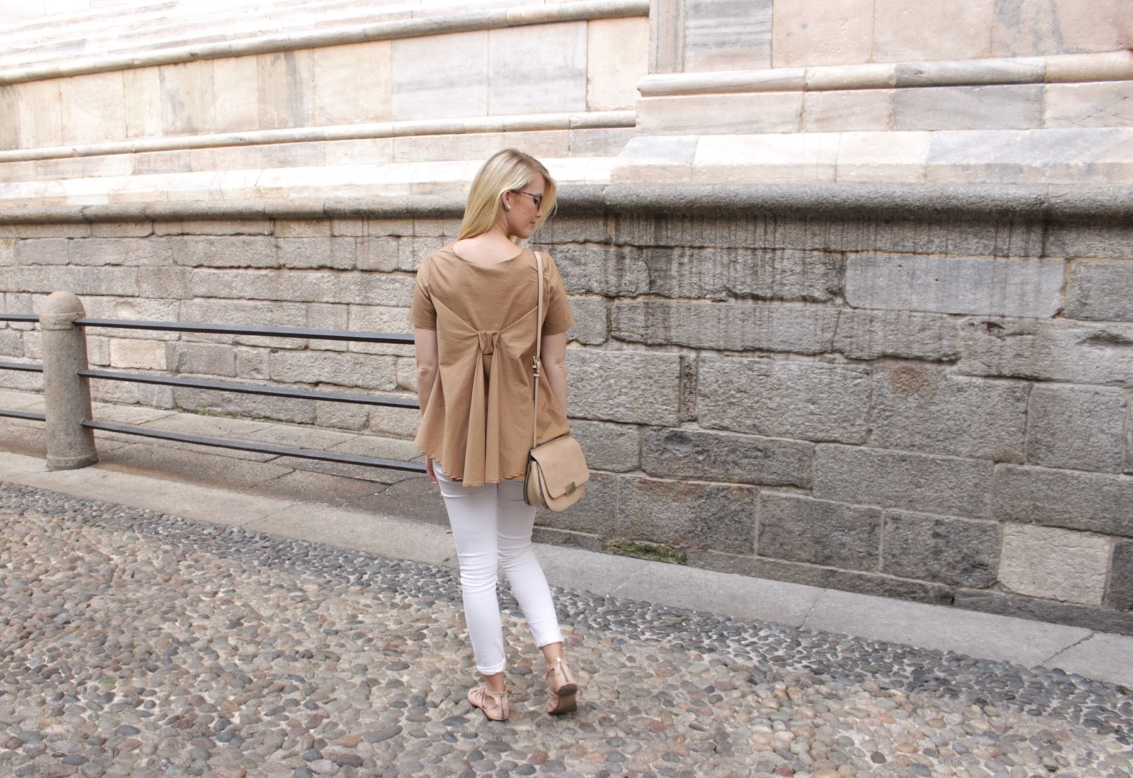 Bow Back Blouse Milano Mailand Beige Fashion Fashionblogger Outfit
