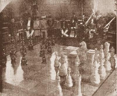 Tablero de ajedrez gigante en 1904