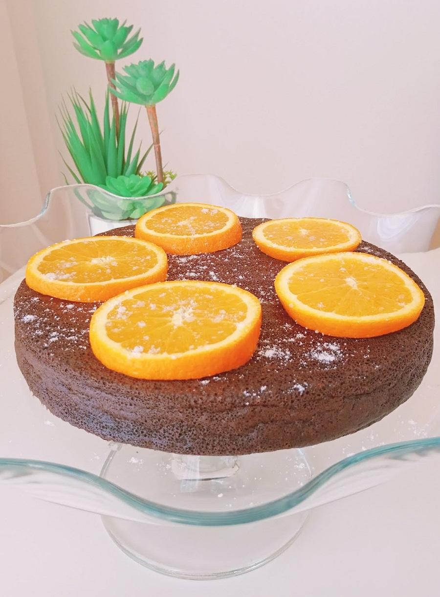 Bolo de chocolate puro e laranja