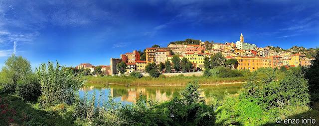 Ventimiglia, il borgo antico alla foce del Roja - foto Iorio