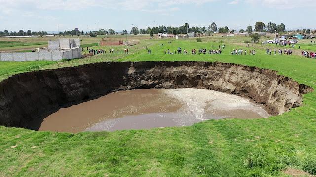 Alertan por aparición de al menos 30 agujeros en las cercanías del mega socavón en Puebla, se teme lo peor