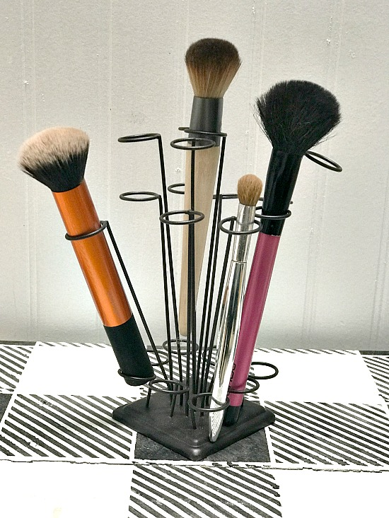 DIY Makeup brush organizer for the bathroom.