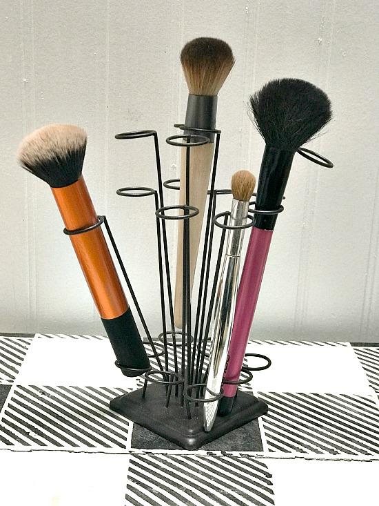 DIY Makeup brush organizer for the bathroom.