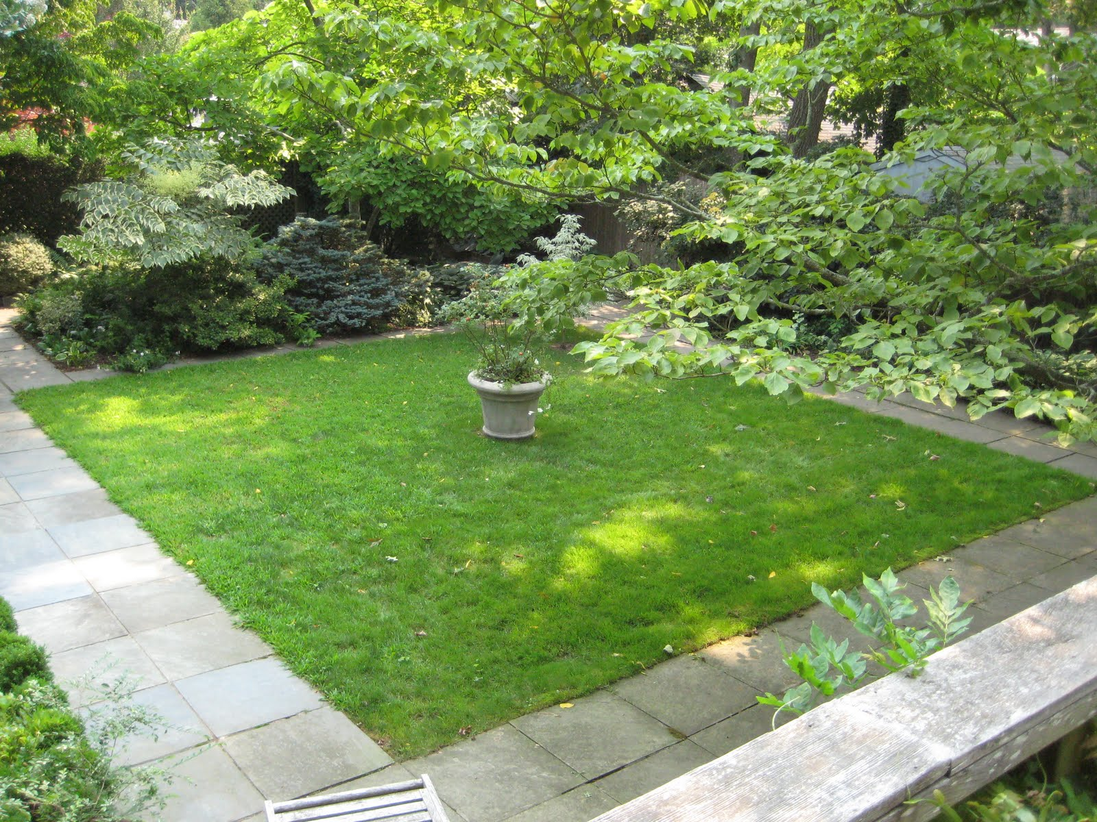 The Gardener's Eye: March 2011 on Square Patio Ideas id=52440