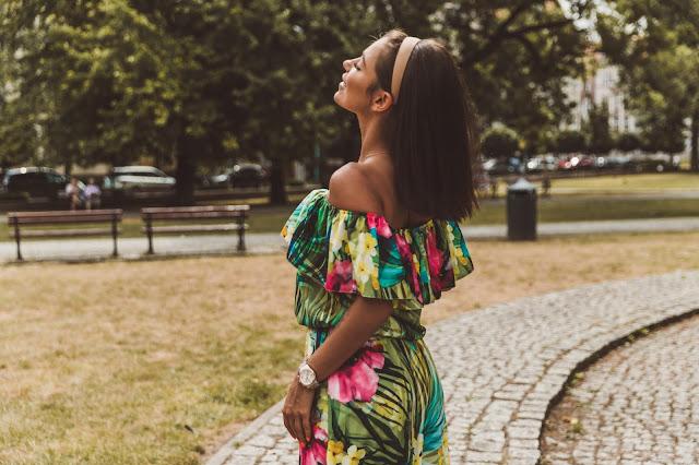 Maxi w kolorowe kwiaty / Summer Vibes - Czytaj więcej