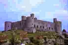 """En la Edad Media habían muchos castillos en toda Europa, no sólo en """"Castilla"""""""