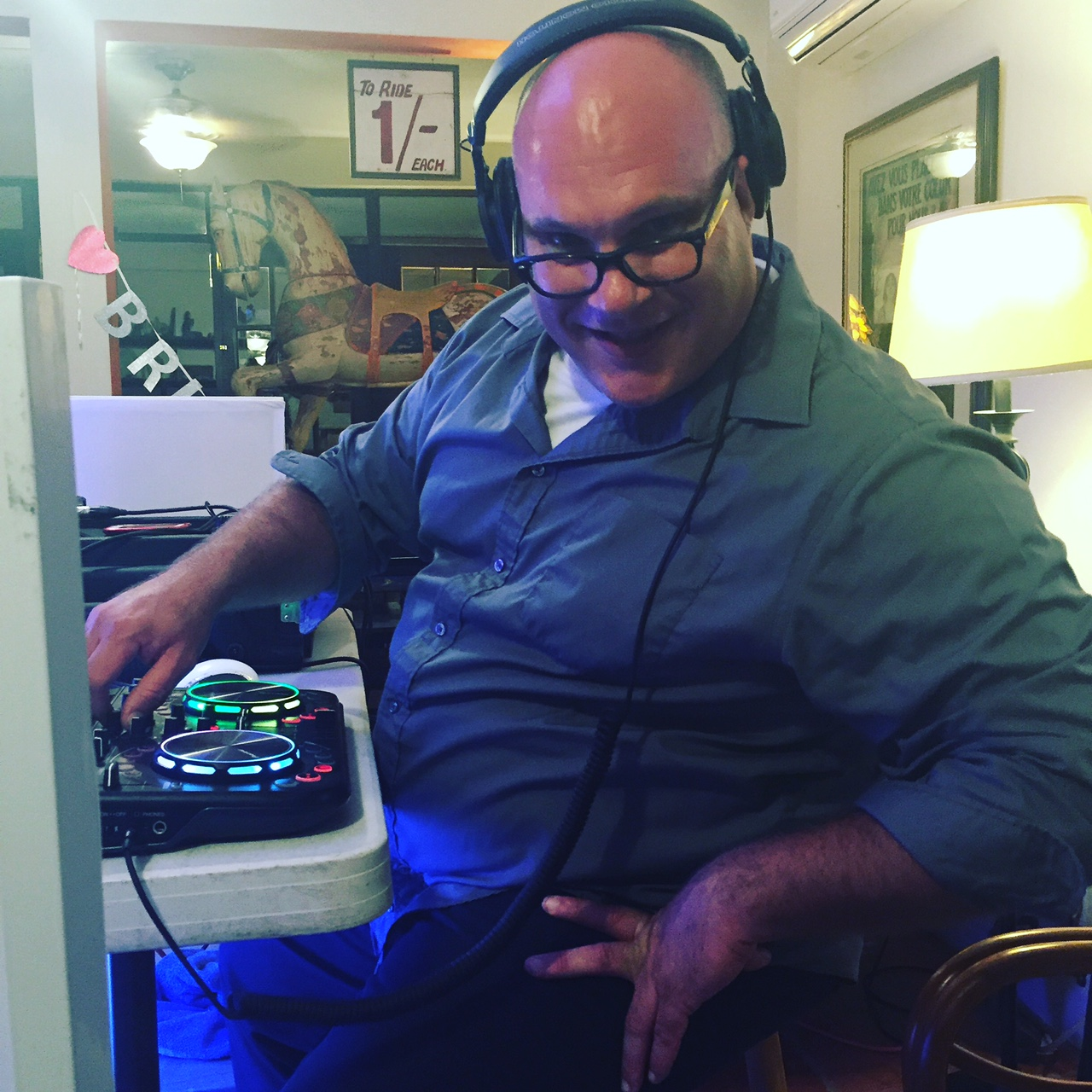 DJ Paul Gonzalez Smiles While He Works!