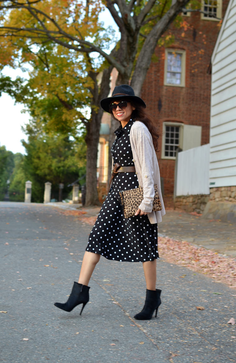 Outfit with polka dots midi dress