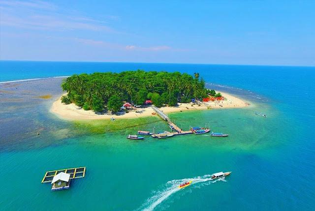 Pulau Angso Duo Kota Pariaman dilihat dari udara