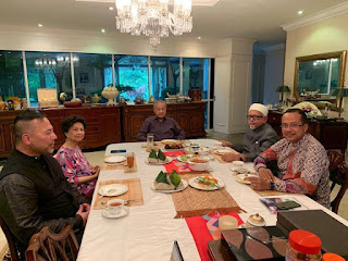 Mahathir wins the headcount and Anwar is checkmated