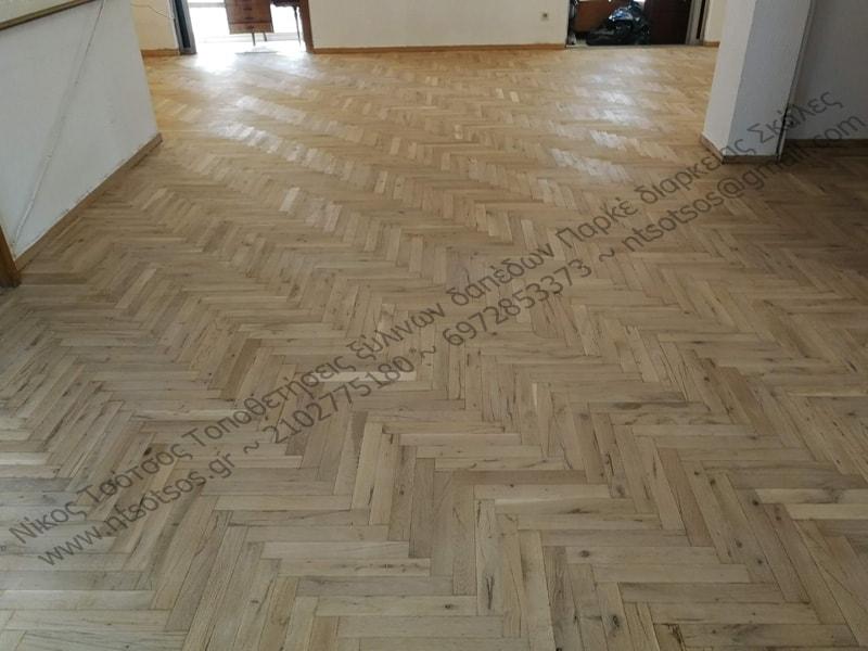 Μπορώ να βάψω το ξύλινο πάτωμα στο φυσικό του χρώμα;