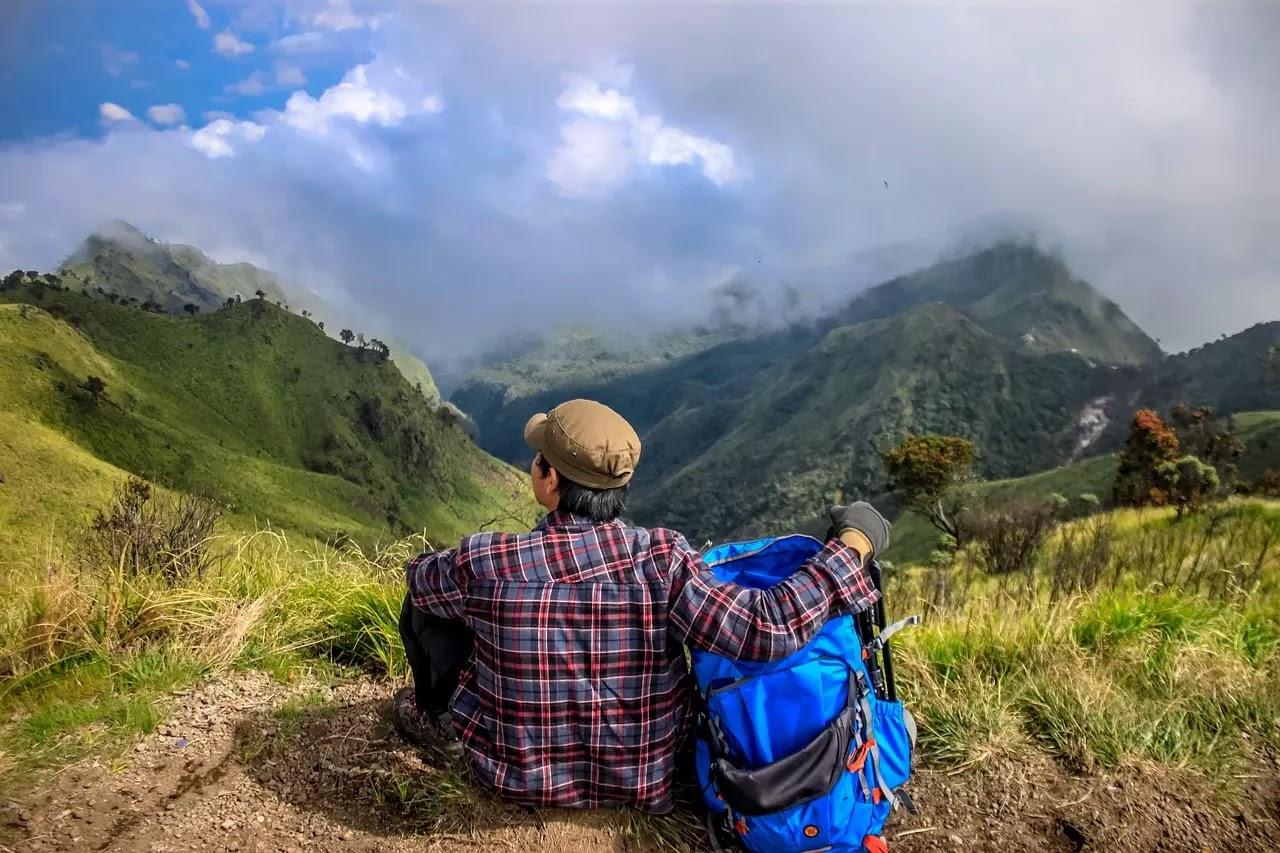 9 pantangan saat mendaki gunung