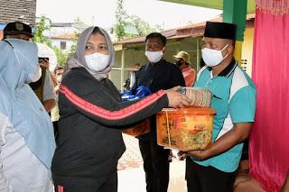 Ketua TP PKK Sumut Serahkan Bantuan Kepada Korban Banjir Tanjungbalai dan Asahan