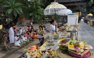 ritual saraswati, denpasar, bali