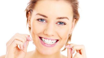Para peneliti menemukan bahwa menyikat dan membersihkan gigi dengan benang gigi dapat mencegah demensia