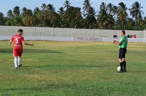 Vereador de Grossos João Carlos é expulso dos gramados após xingar a arbitragem