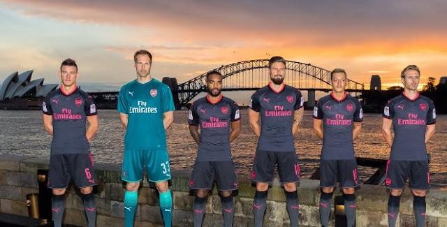 Arsenal Luncurkan Jersey Baru Ketiga Musim 2017-18
