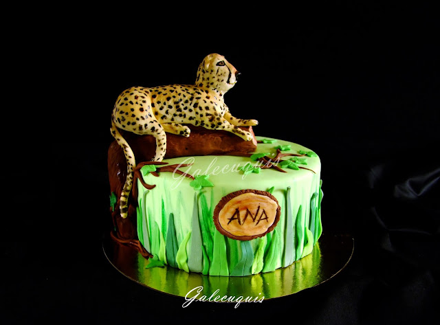 Tarta selva con guepardo de fondant