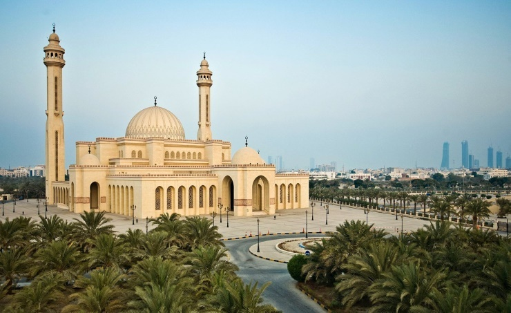 Bahrain's mosques re-open for daily prayers
