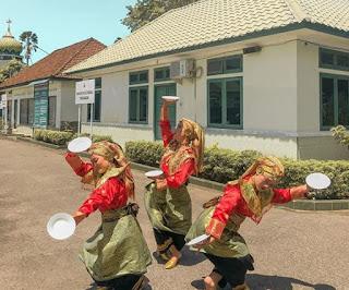 Tari Piring Sumatra Barat