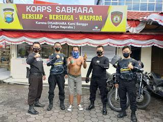 Tim Respon Satsamapta Polres Pelabuhan Makassar Amankan Pelaku Pembawa Busur