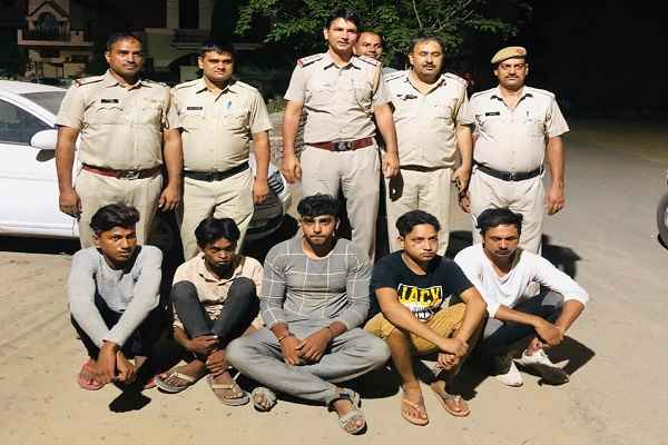 badmash-gaji-khan-gang-arrested-by-dabua-thana-police-news-hindi