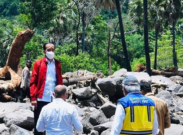 Jokowi Kunjungi Desa Amakaka Pasca Banjir Bandang NTT