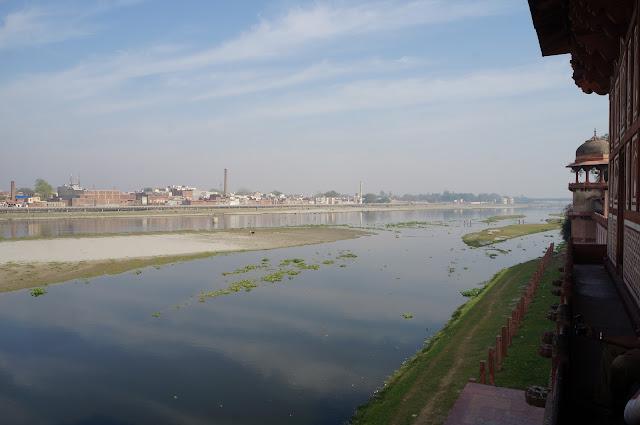 Sungai Yamuna dilihat dari Baby Taj, Agra, India