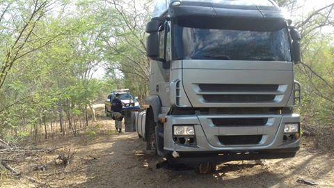 Caminhão roubado em Pernambuco é encontrado pela PRF em Maravilha/AL