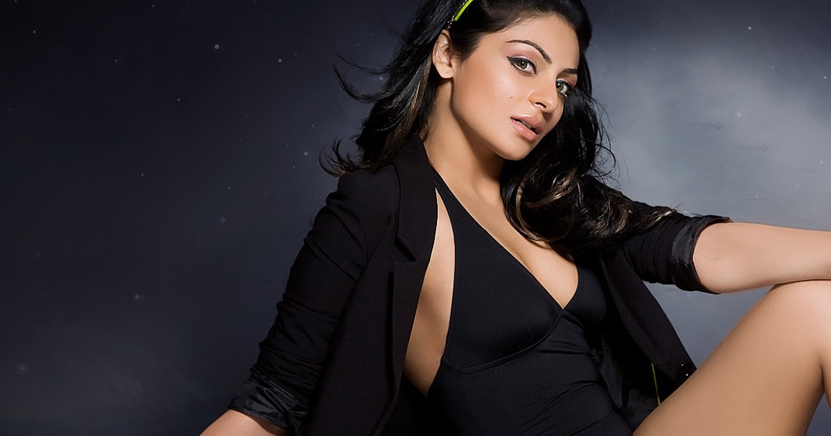 Beautiful Punjabi Actress Neeru Bajwa Hot Pics