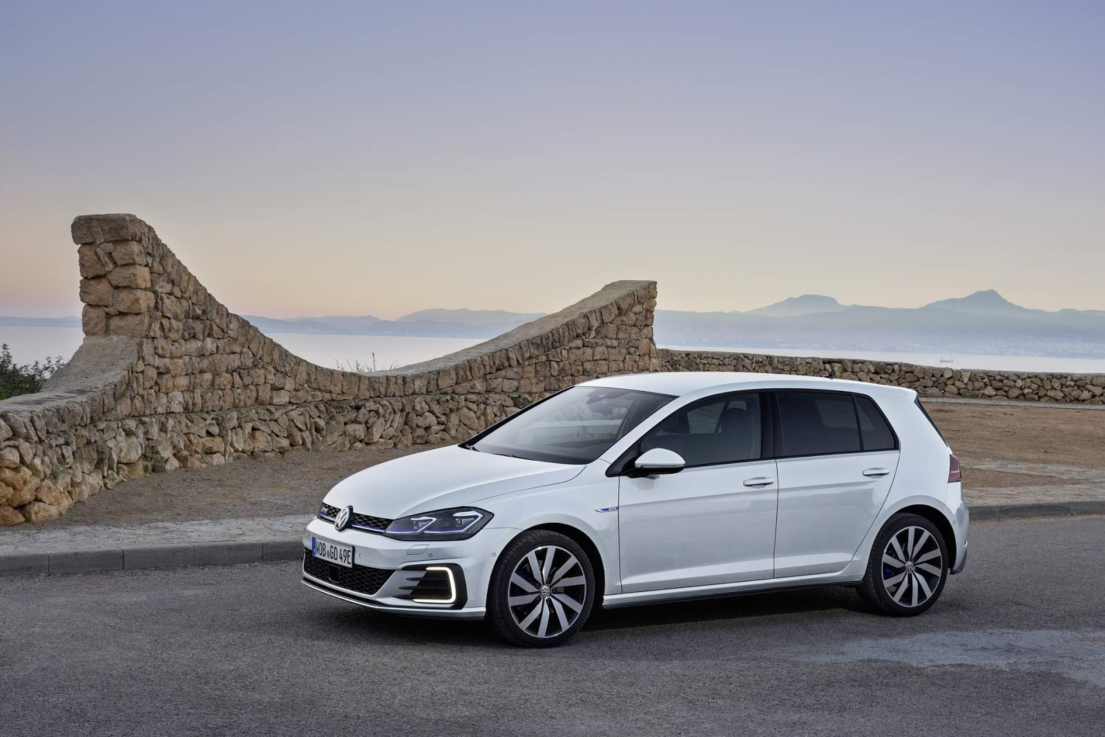 volkswagen apresenta linha 2018 do e golf golf gte e r car blog br. Black Bedroom Furniture Sets. Home Design Ideas