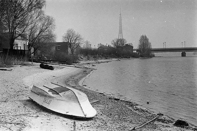 1984 год. Rīga. Zaķusala. Jumpravsalas krastmala. Вид на Московский мост и строительство телебашни