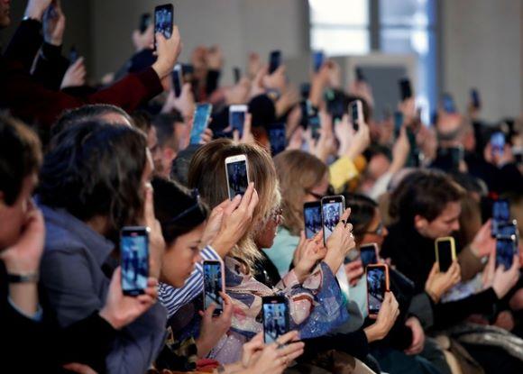 Nghệ sĩ dự sự kiện thời trang tại Ý và Pháp phải khẩn trương kiểm tra y tế